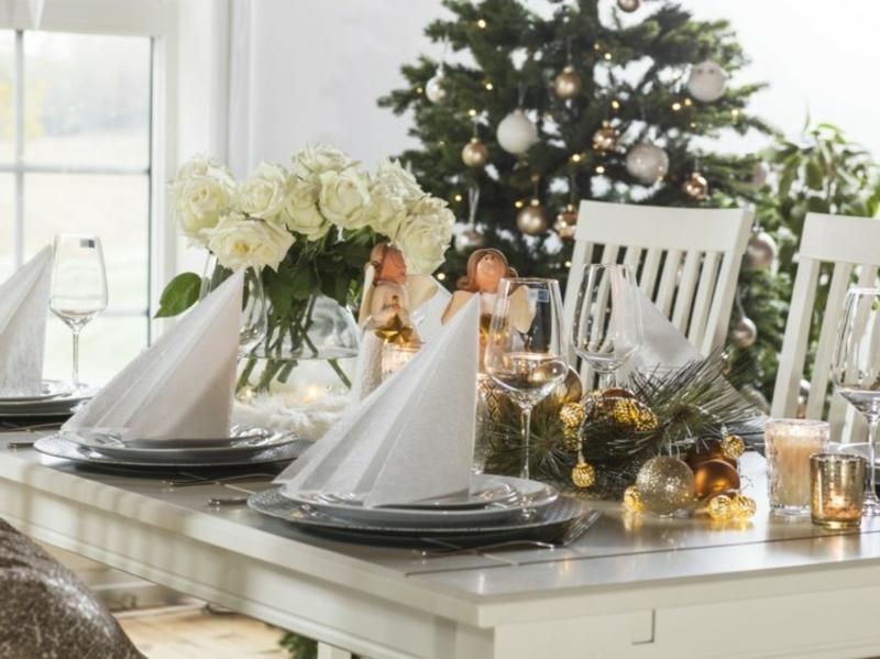 Tischdeko Weihnachten Stoffservietten falten