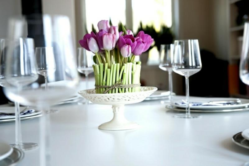 Tisch dekorieren Blumen Tulpen