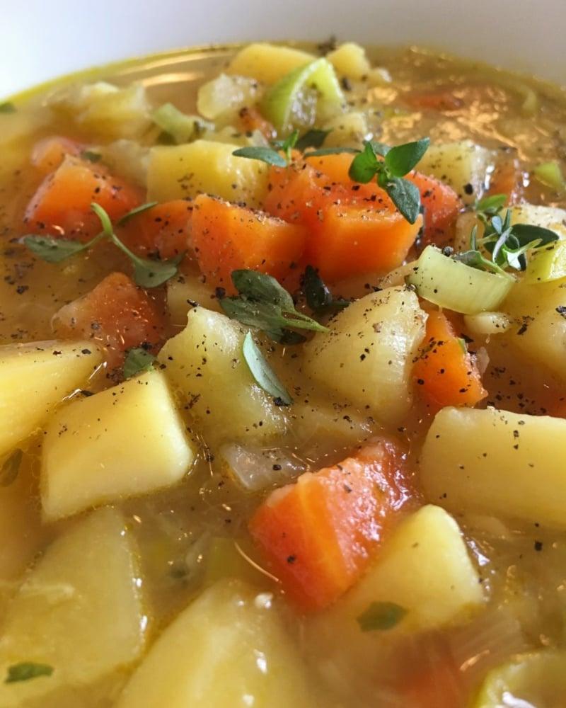 Omas Kartoffelsuppe