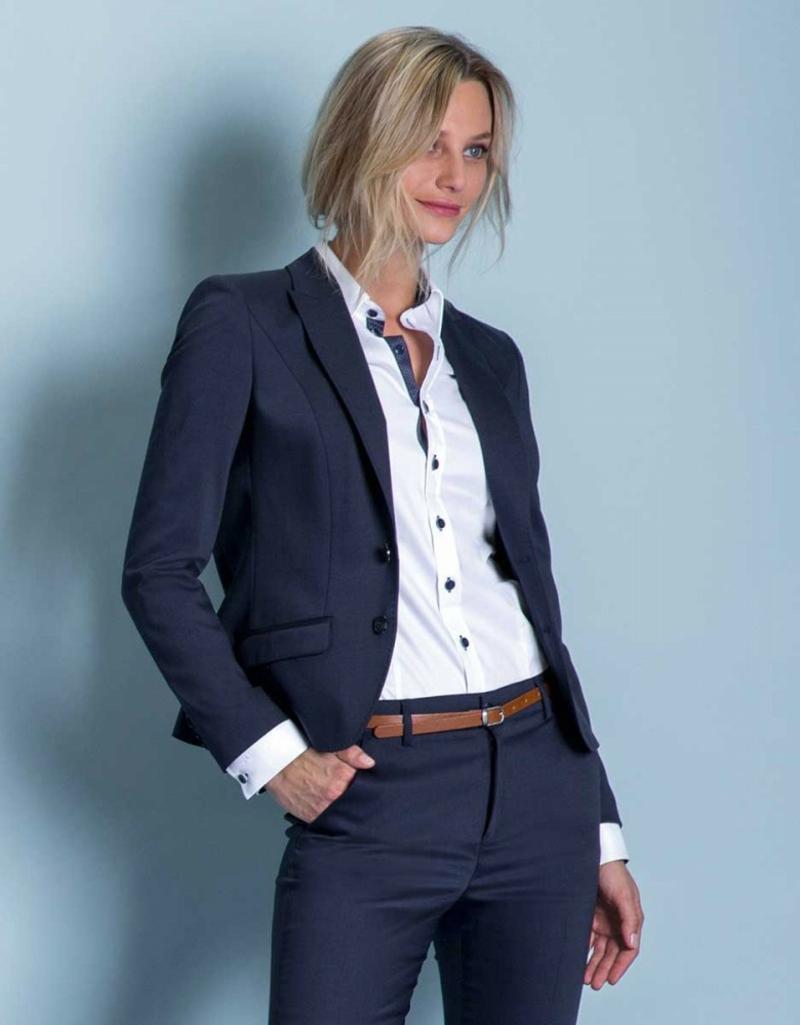 Business-Outfit Blazer elegante Hose Hemd