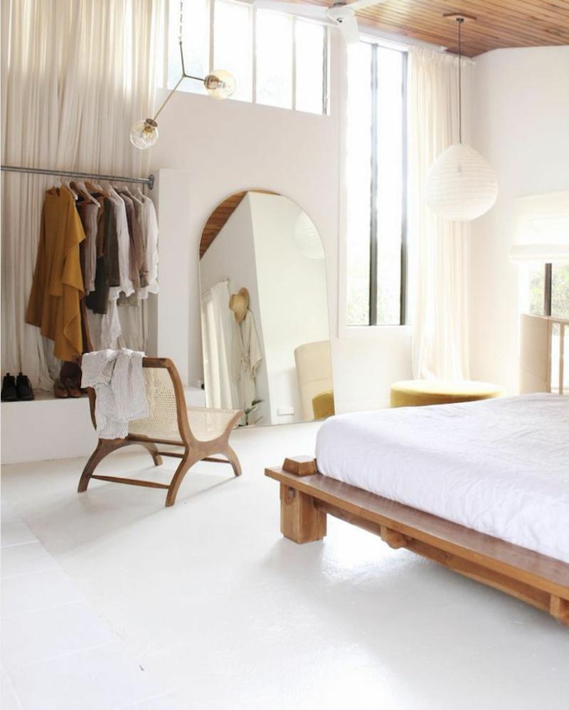 Schlafzimmer neutrale Farben hell wenig Möbel