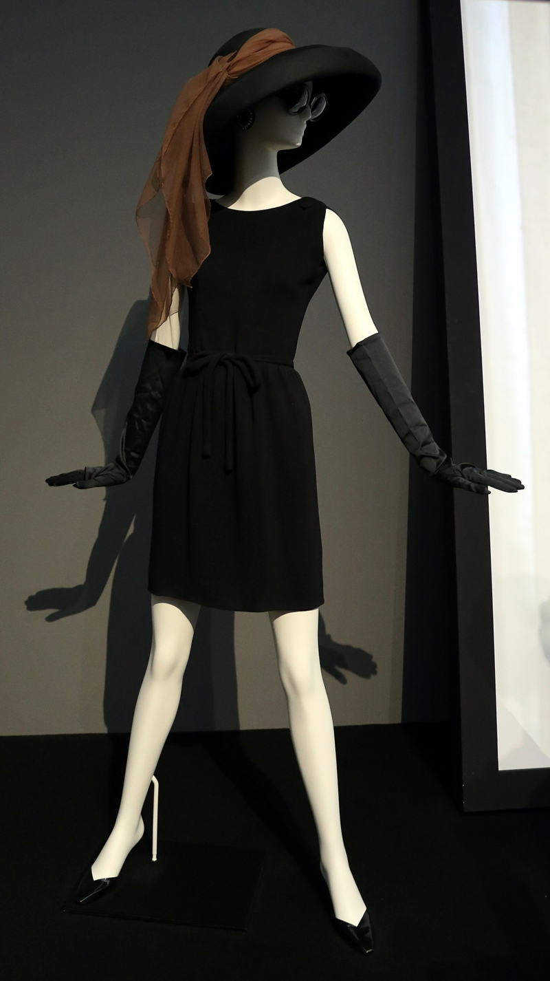 Basic Kleidung Damen schwarzes Kleid