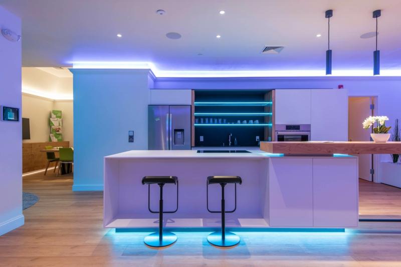 moderne Wohnung indirekte Beleuchtung