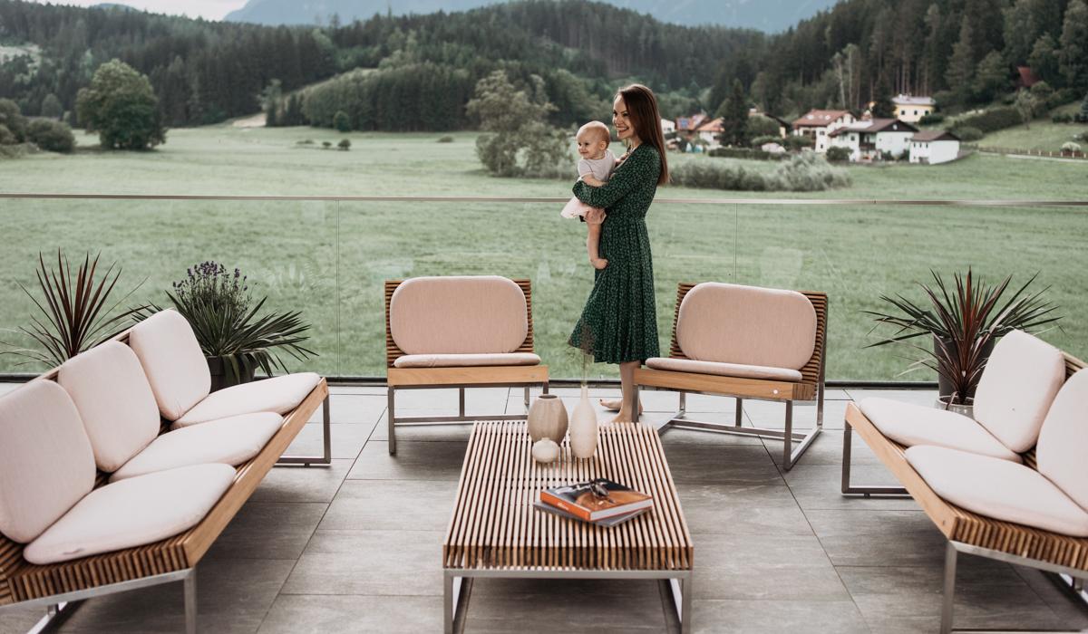 Mit dem Gartentisch verlegen Sie Ihr Wohnzimmer im Freien!