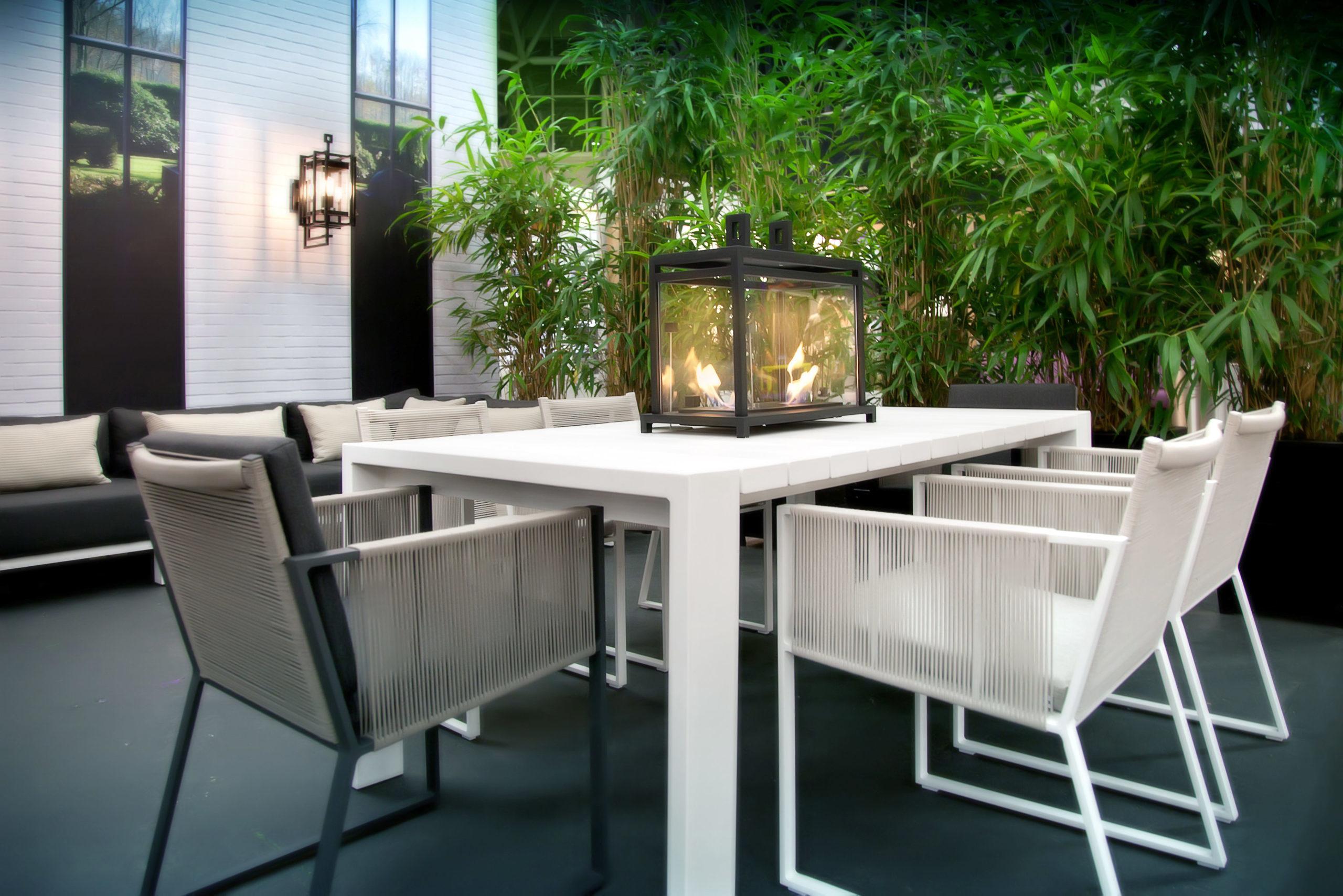 Wählen Sie ein Materialmix für den perfekten Gartentisch