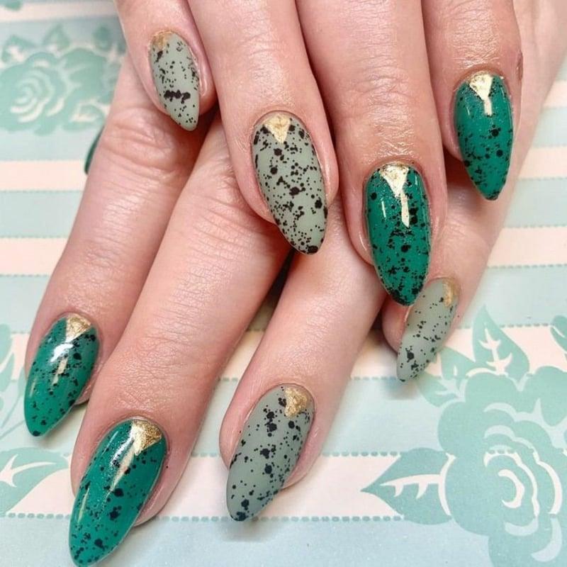 Eggshell Nails grün