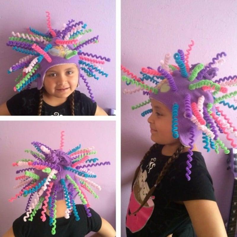 verrücke Karnevalshut Pfeifenreiniger in verschiedenen Farben