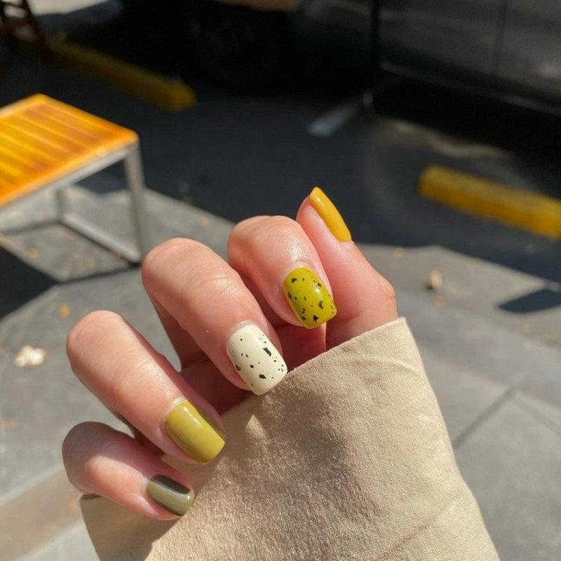 Eggshell Nails Senfgelb Weiß