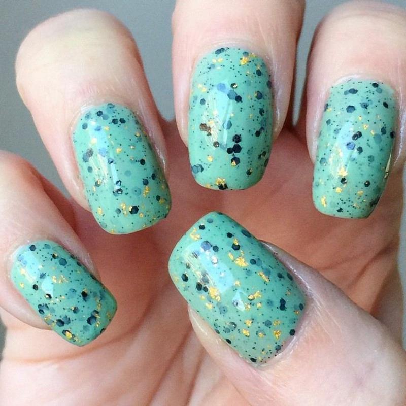 Eggshell Nails in Blau
