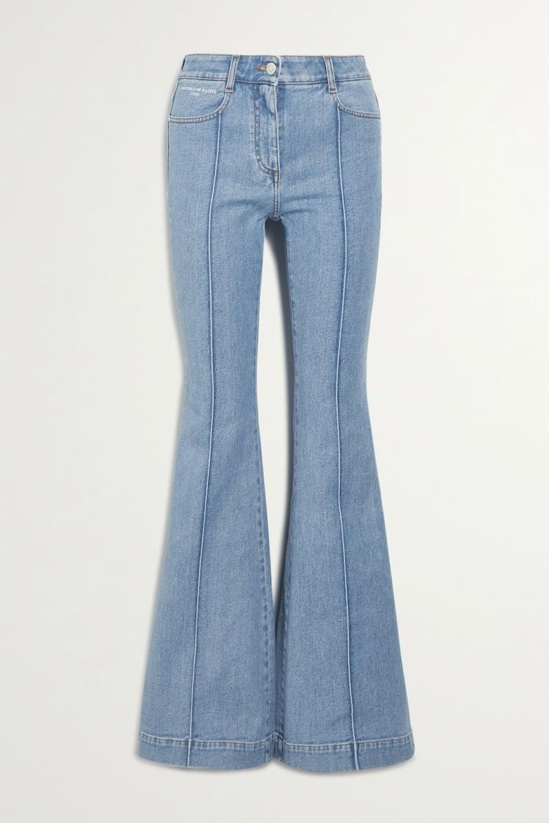 Jeans tragen Retro Modelle