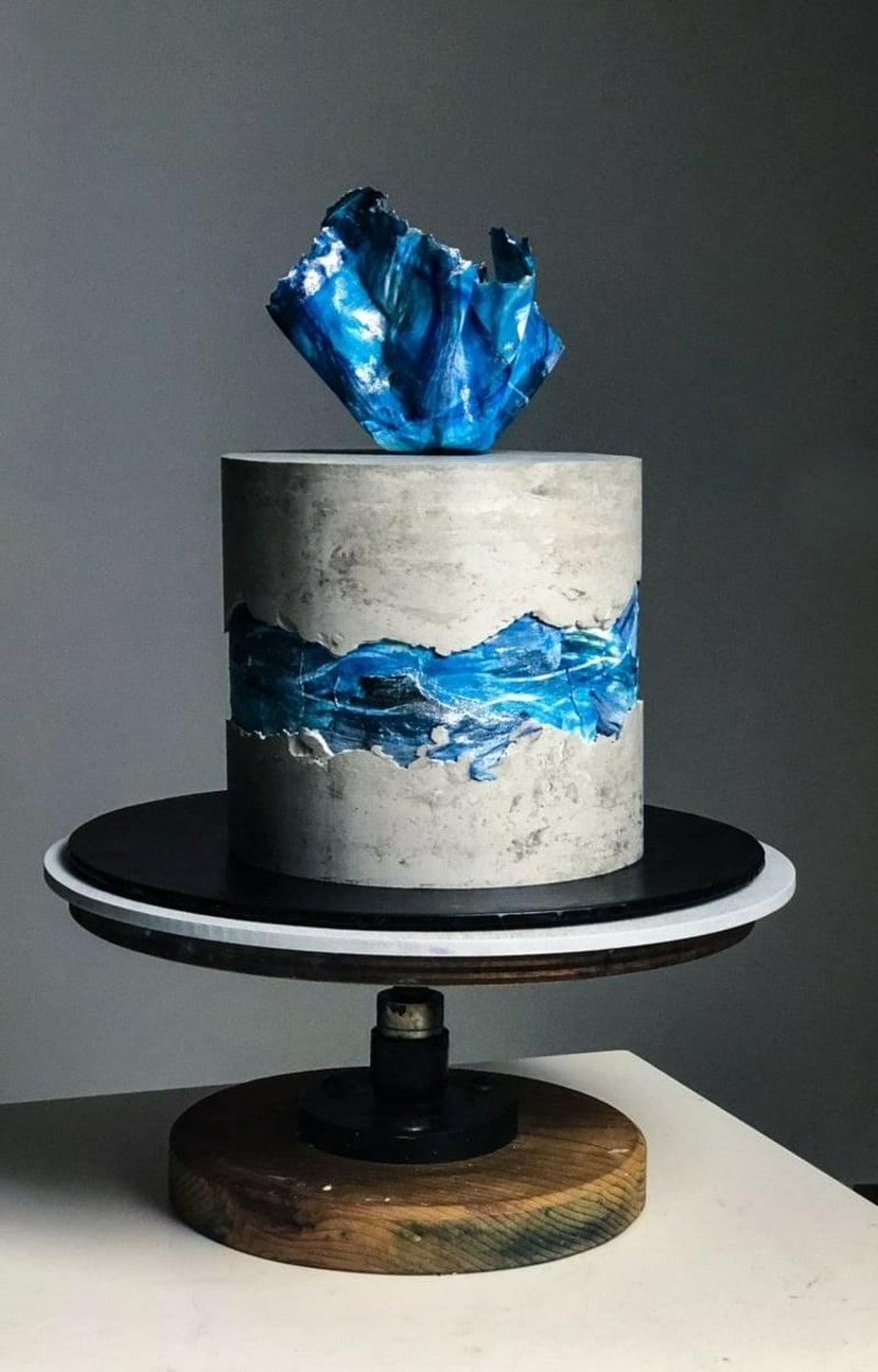 originelle Torte in Betonoptik