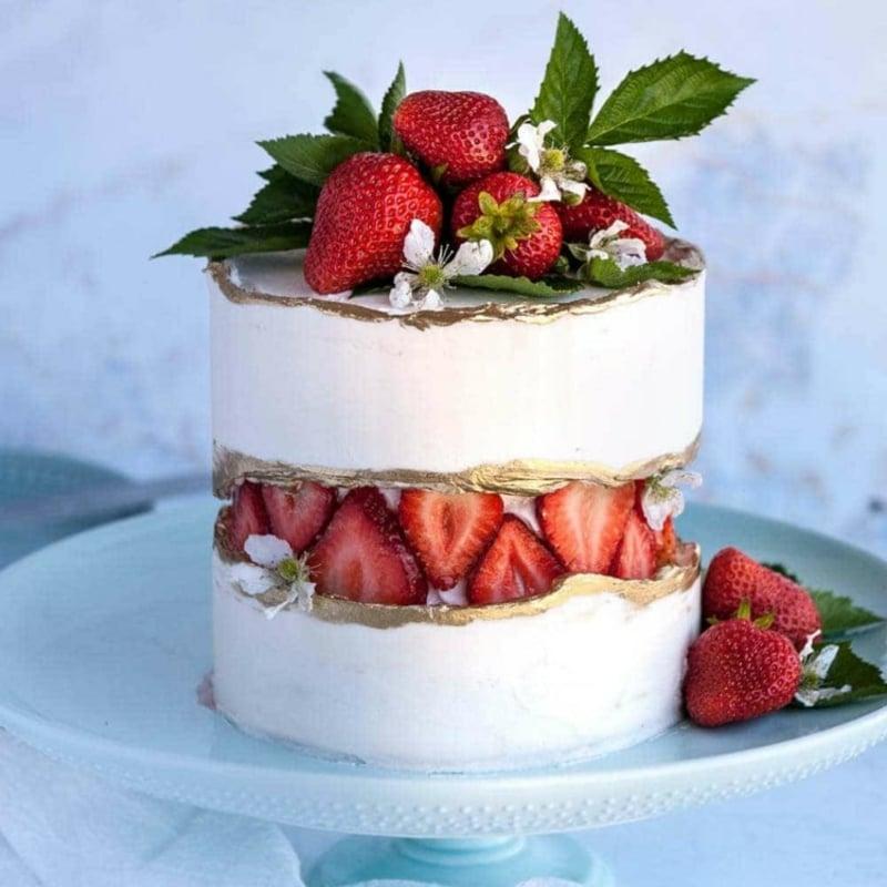 herrlicher Fault Line Cake mit Erdbeeren