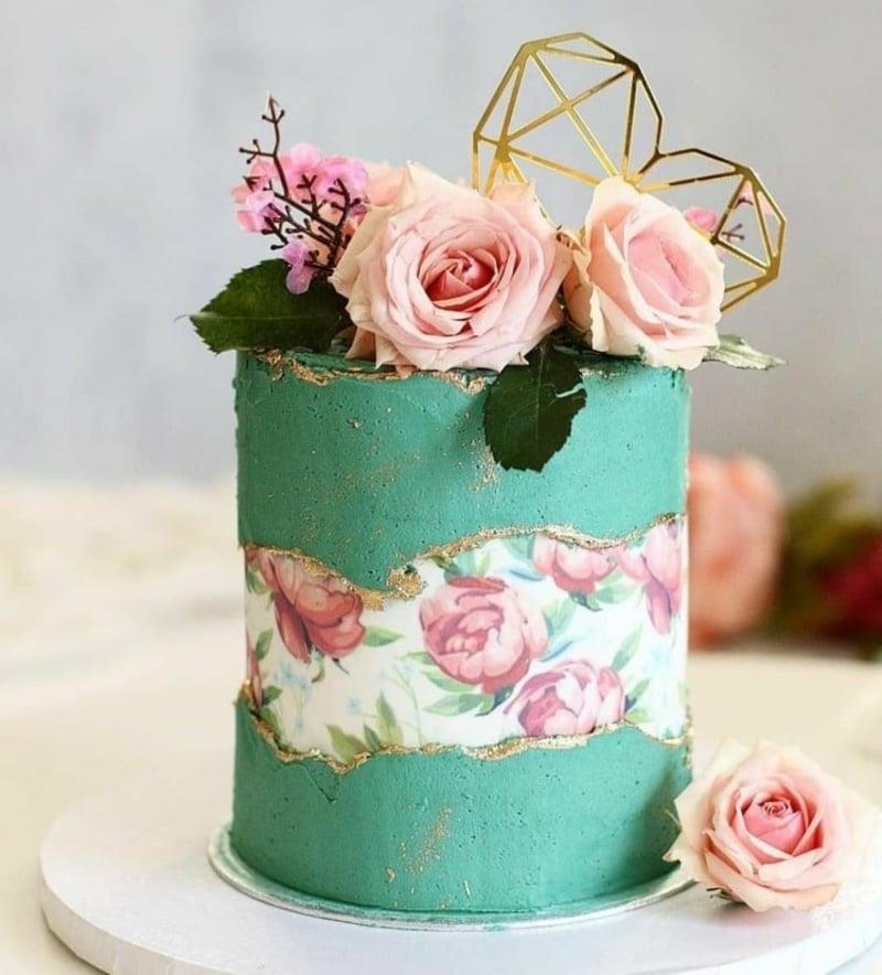 Torte Bluenmotive romantischer Look