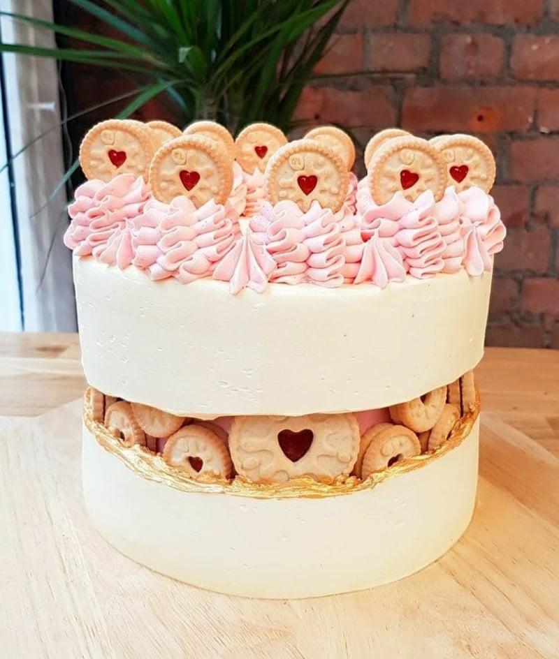 Fault Line Cake mit Keksen