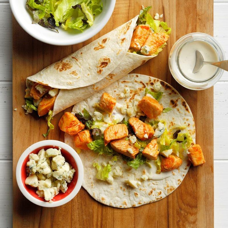 Tortillas füllen mit Hähnchenfleisch