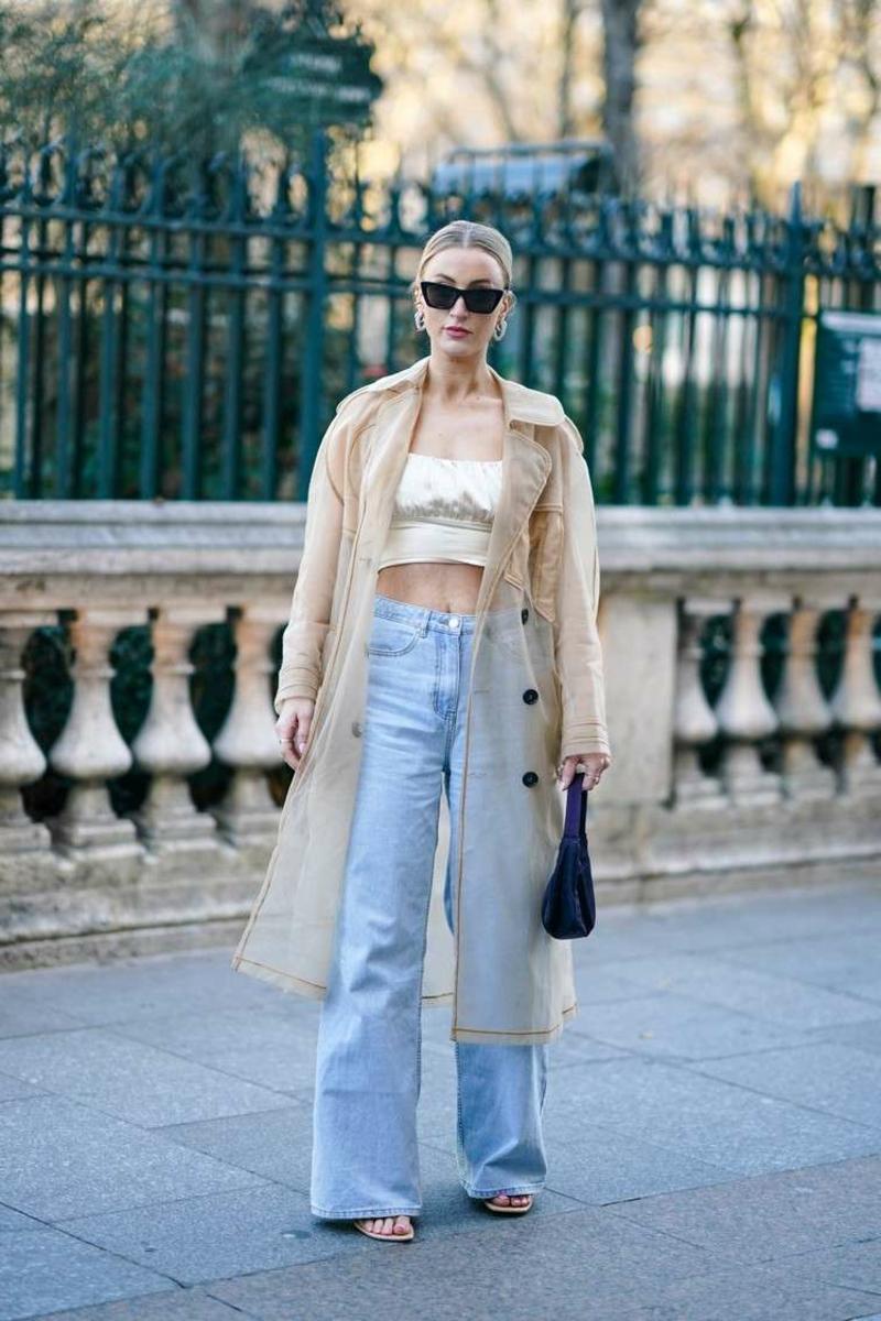 breite Jeanshose tragen Retro 90er Jahre