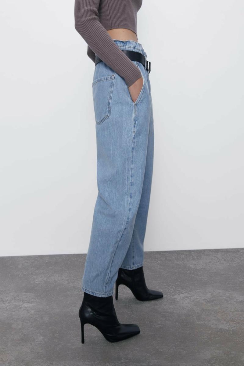 schwarze Absatzschuhe Loose Fit Jeans