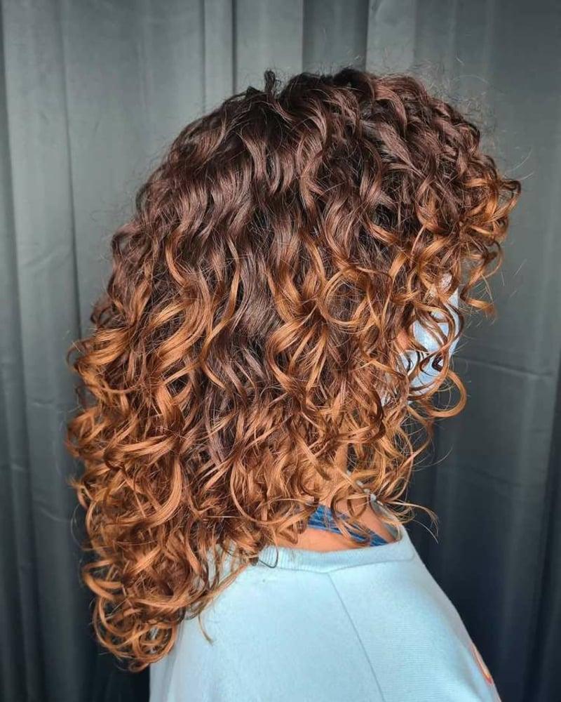 Haarfarbe Karamell dezenter Ombre Effekt