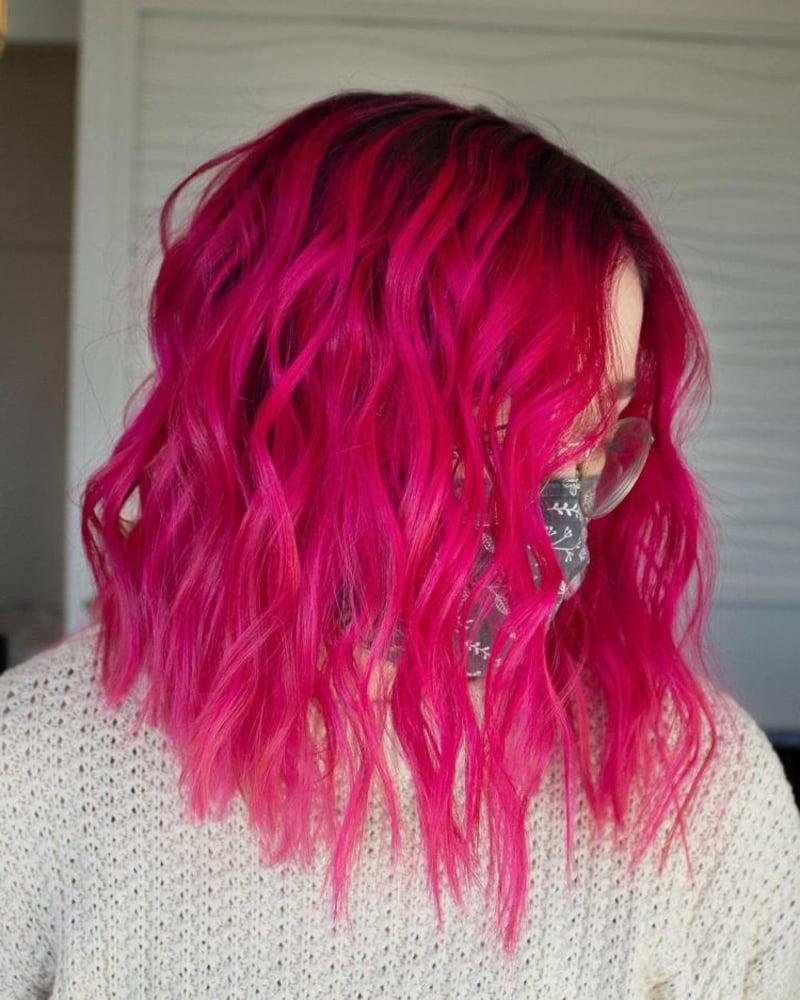 Haarfarbe Fuchsia dunkler Haaransatz