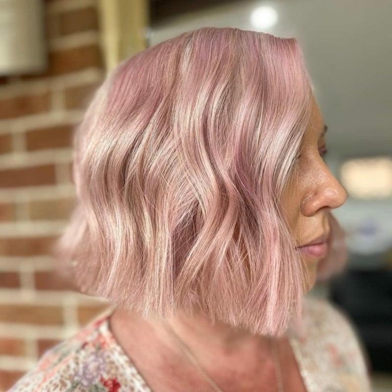 kurze Haare rosa Schimmer sehr modern