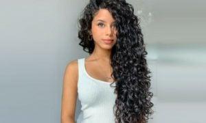 Naturlocken schwarze Haare sehr lang