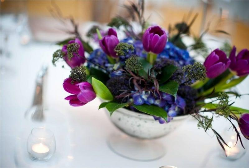 Tulpengesteck mit Hortensien