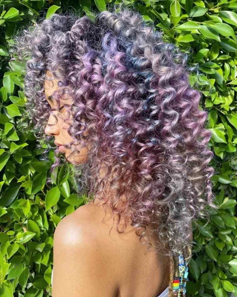 violett Haare Metall-Unterton