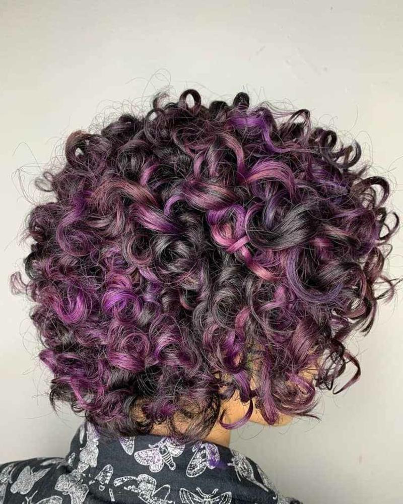 lockiges Haar aufpeppen Violett