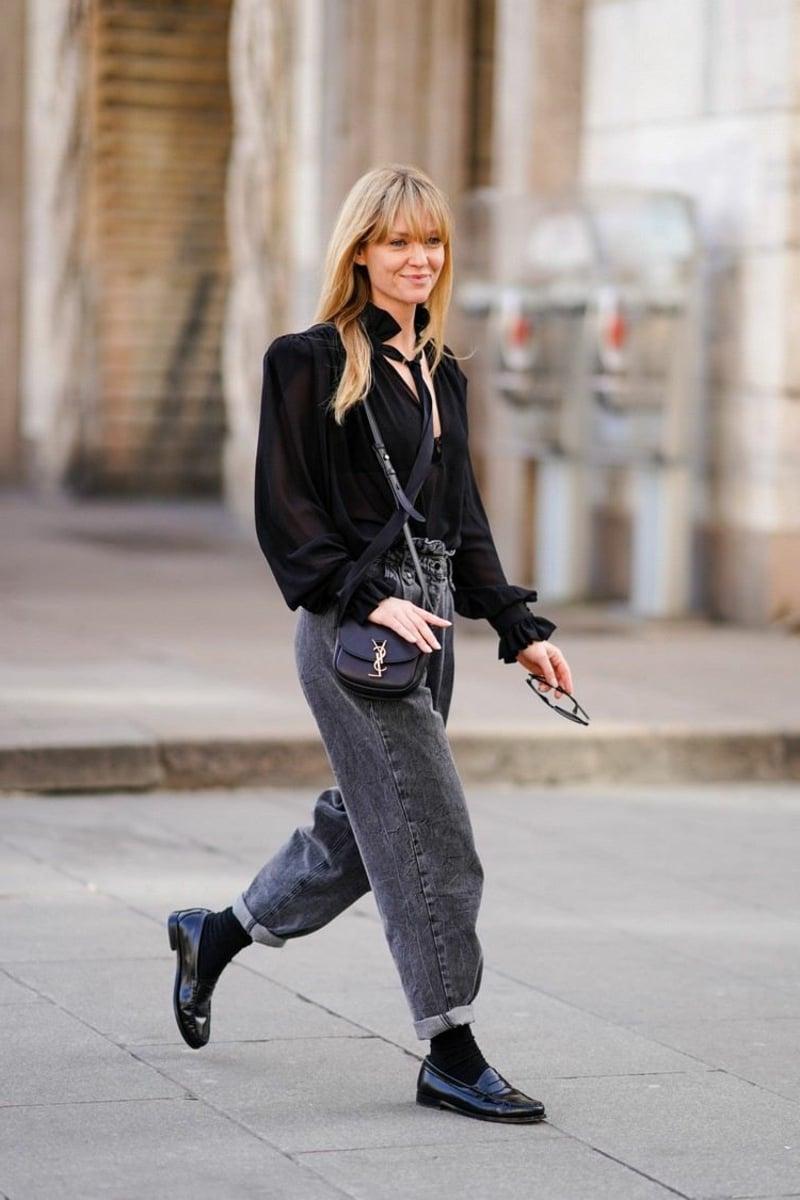 graue Jeanshose breit stilvoll