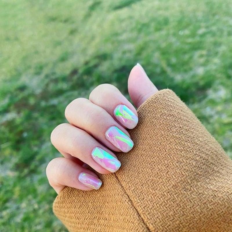 Fingernägel lackieren pastellig