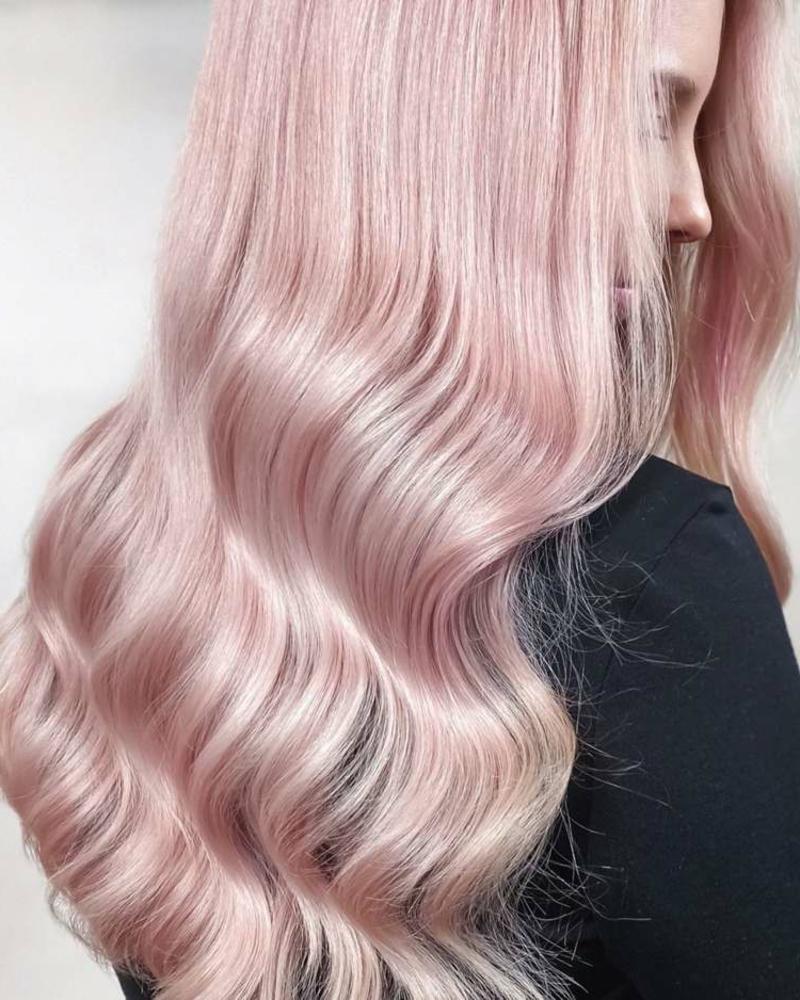 wellige pastellrosa Haare wunderschön