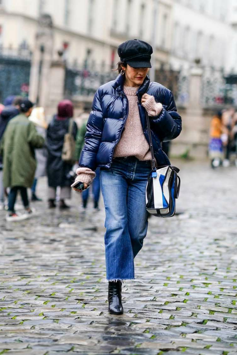 breite Jeanshose mit Windjacke