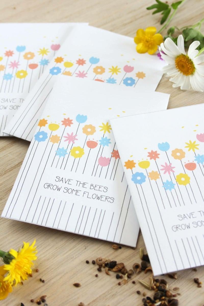 Papiertüten mit Blumen dekoriert toller Look