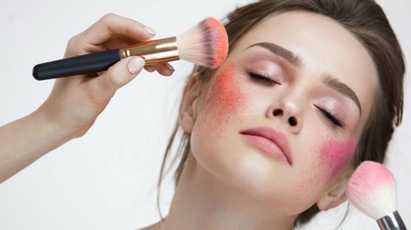 Draping Make-up Rouge auftragen zwei Nuancen