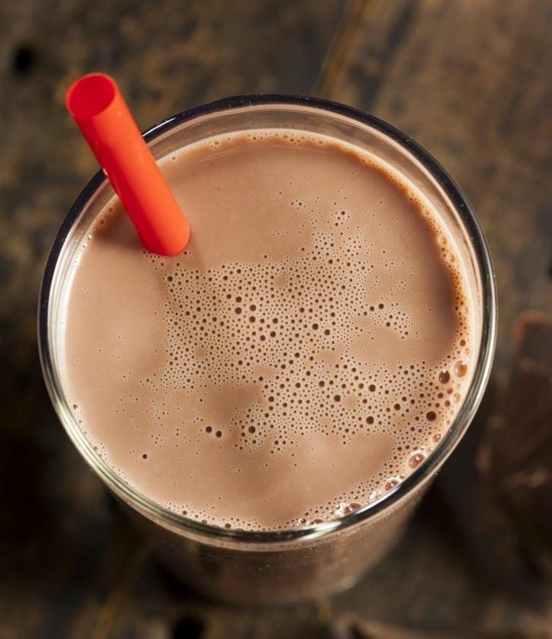 Schokoladenmilch trinken