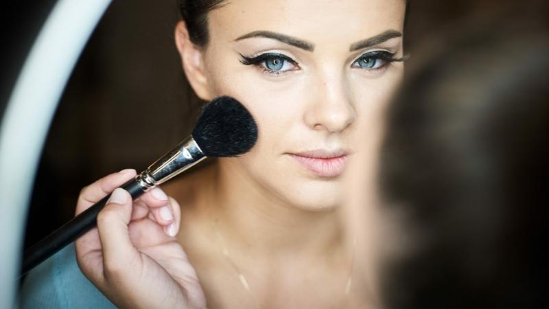 Draping Make-up Wangenknochen betonen
