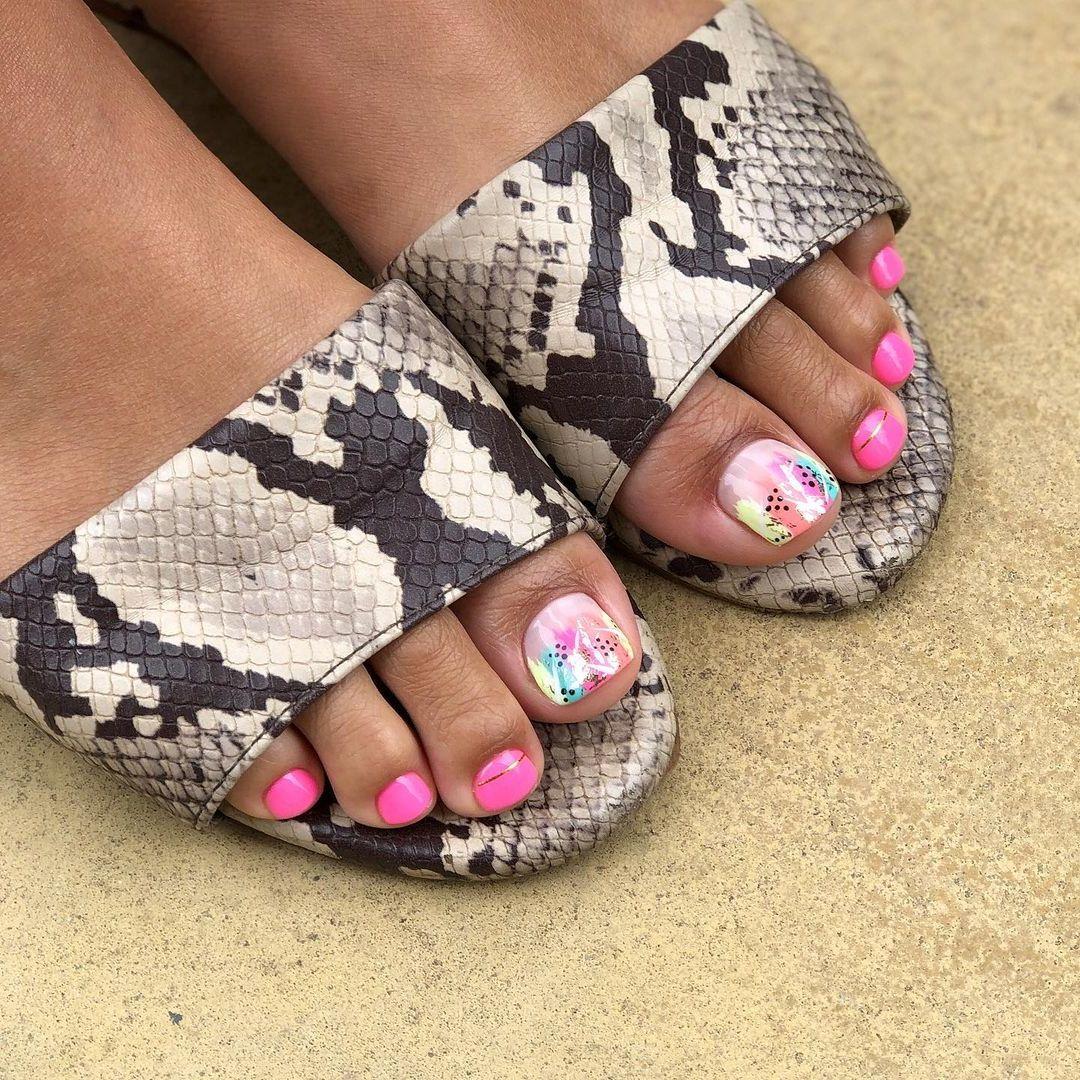 Fußnägel lackieren - Welche Farben sind angesagt