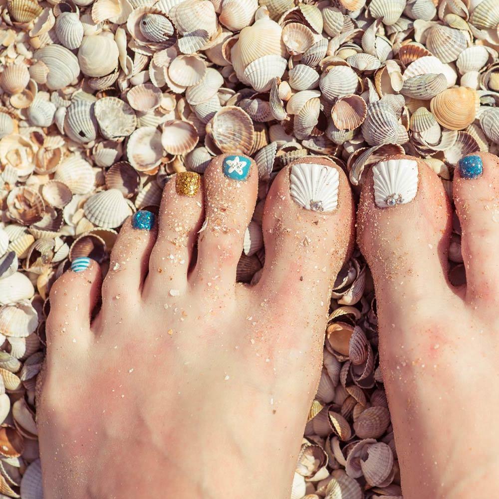 Fußnägel lackieren Meerfarben