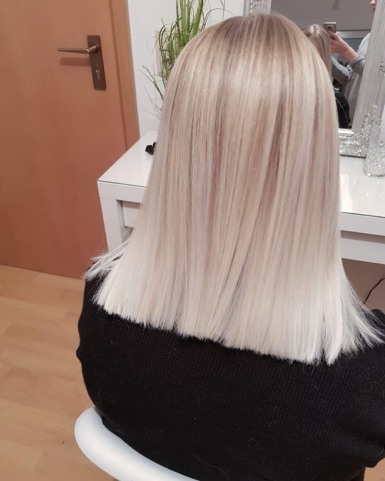 Ice Blond moderner Look mittellanges Haar