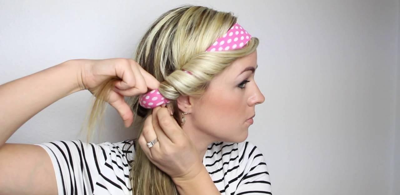 Die trendigen Locken ohne Hitze mit Haarband