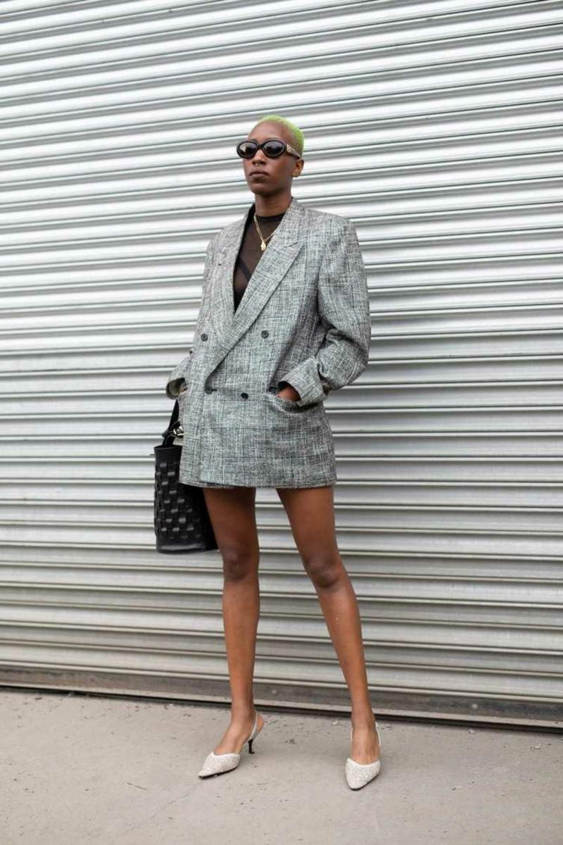Oversize Blazer mit Kleid tragen