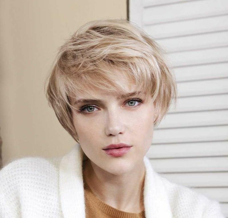 elegante kurze Frisur blonde Haare