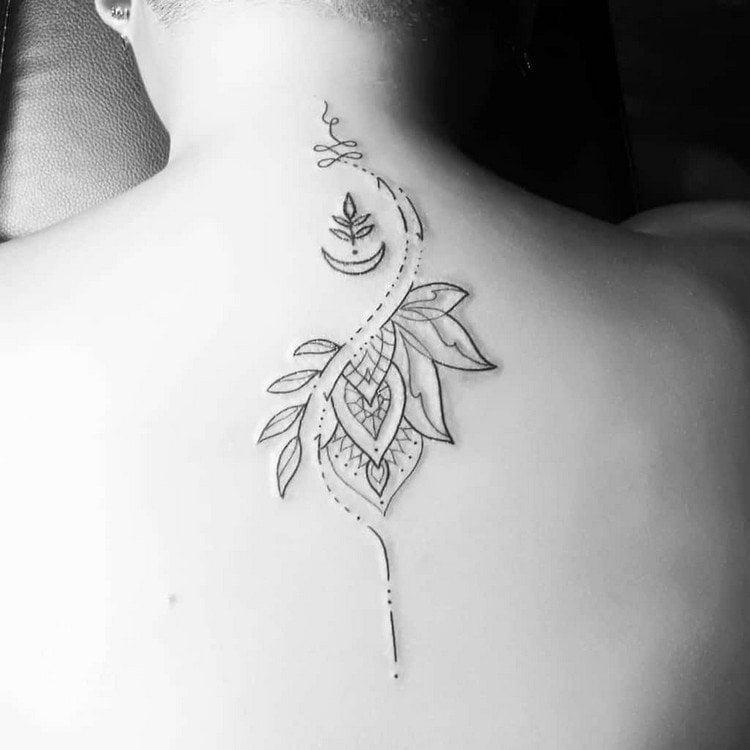 origineller Tattoo am Rücken