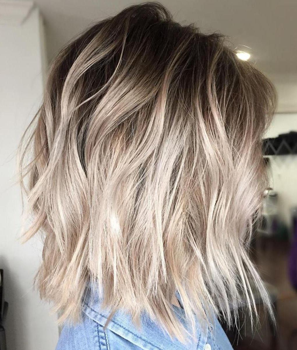 Welche Strähnen passen zu blonden Haaren -Aschblond liegt voll im Trend
