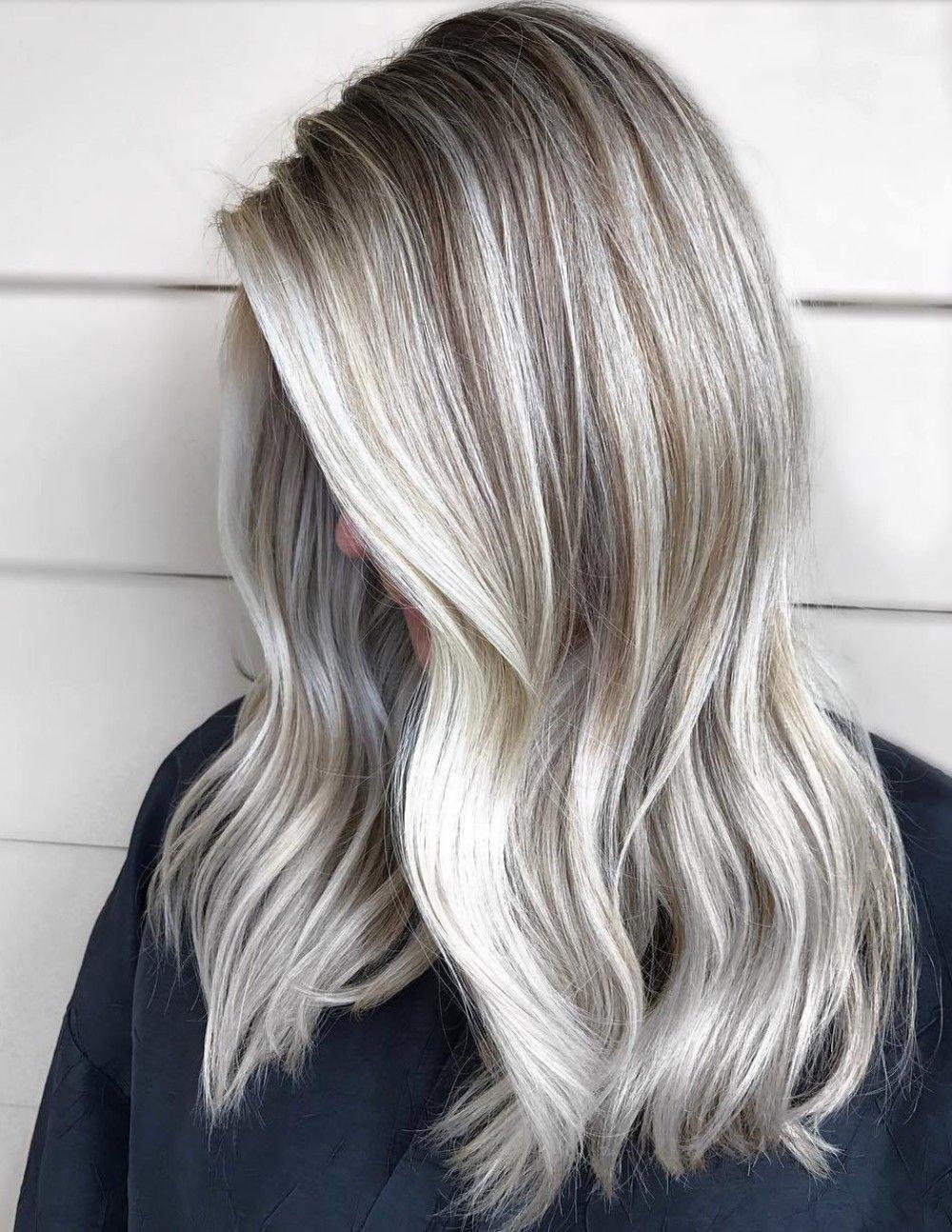 Aschblond - Blonde Haare mit grauen Strähnen