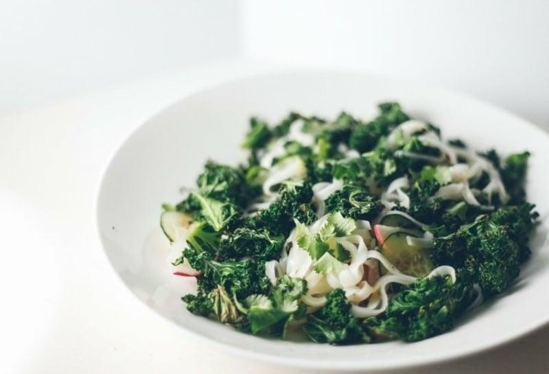 einfaches Essen für heiße Tage asiatischer Salat