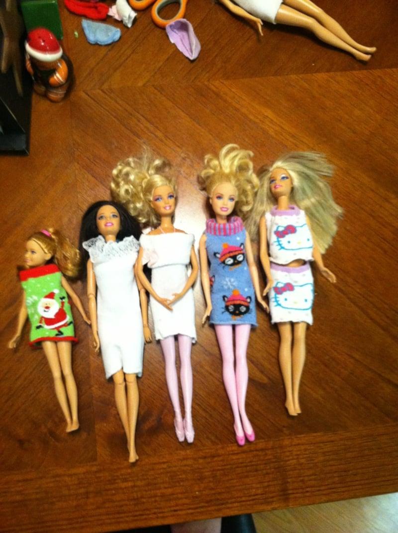 Kleider für Puppen aus alten Socken