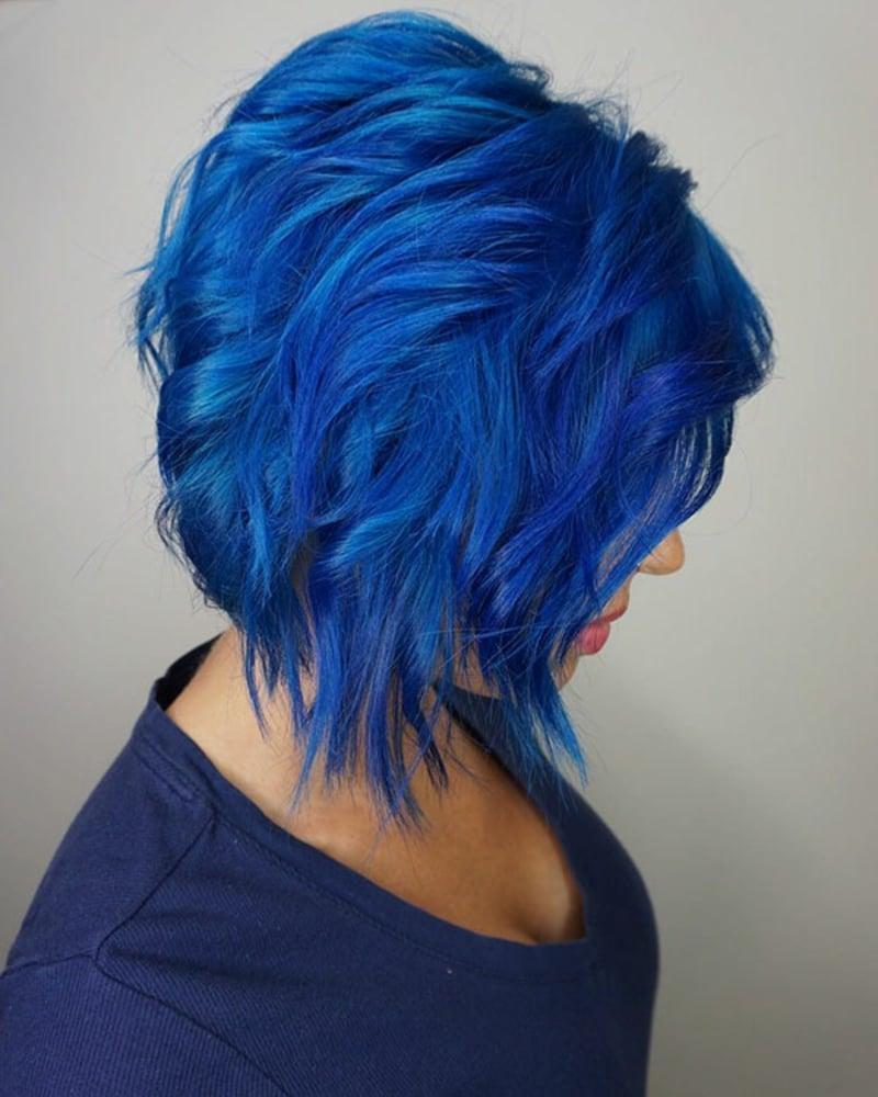 sich die Haare blau färben