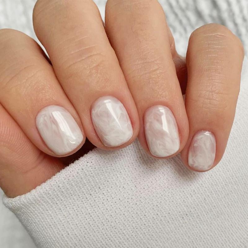 Braut Nägel in Cremeweiß