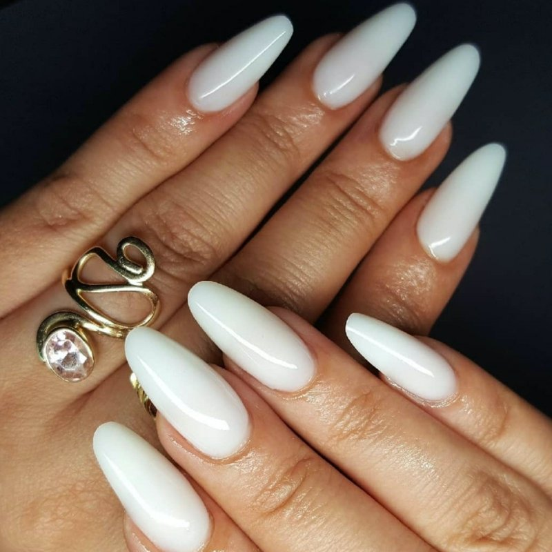 klassische weiße Braut Nägel